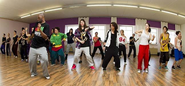 Hip on, Hop off! 2012 - Eine Reise durch die Welt des Urban Dance