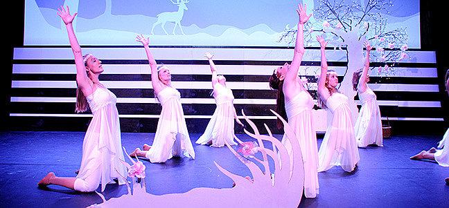 TIMELESS   -  Tanzaufführung union DANCE BASE Salzburg