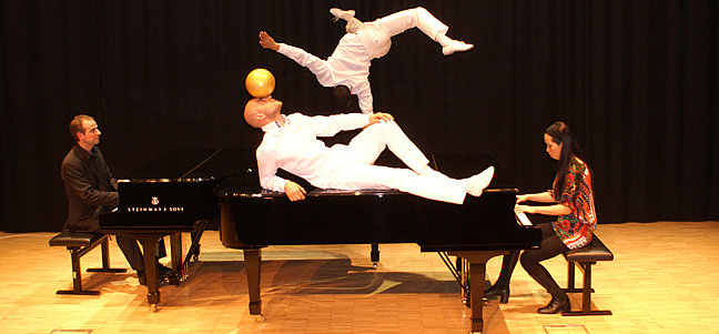 Salzburger Pianocircus - 6 Klaviere, Marionetten, Tänzer und Clowns